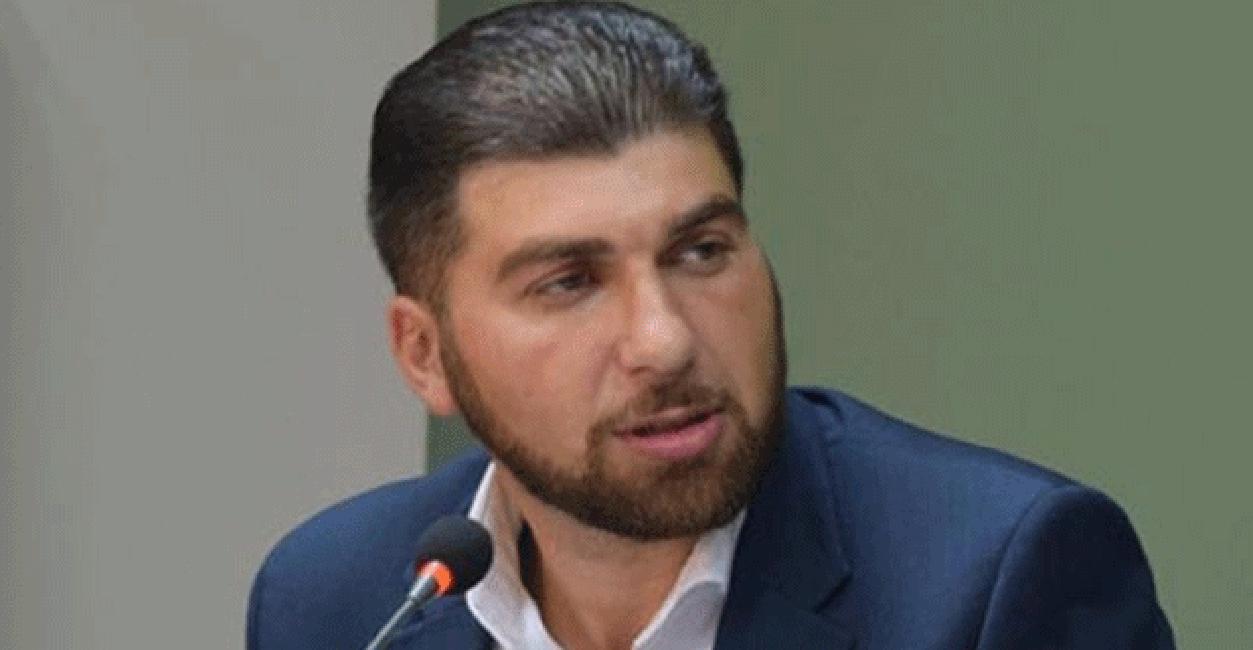 Գերեզմանոցում էլ կոռուպցիայի դեմ կռվելու մասին հայտարարող Դավիթ Սանասարյանին ԱԱԾ-ն մեղադրանք է առաջադրել հենց կոռուպցիոն հանցատեսակով