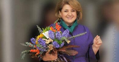 Հանգչի՛ր խաղաղությամբ, բարի եւ հմայիչ կին. LIVEnews.am-ի խմբագրակազմն իր ցավակցությունն ու վշտակցությունն է հայտնում նախագահ Սերժ Սարգսյանին